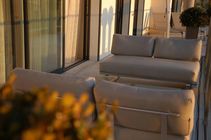 Terrasse vue mer: Terrasse de style  par Amber Design