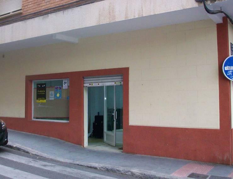 Fachada sin reformar: Oficinas y Tiendas de estilo  de Lera & Blanco