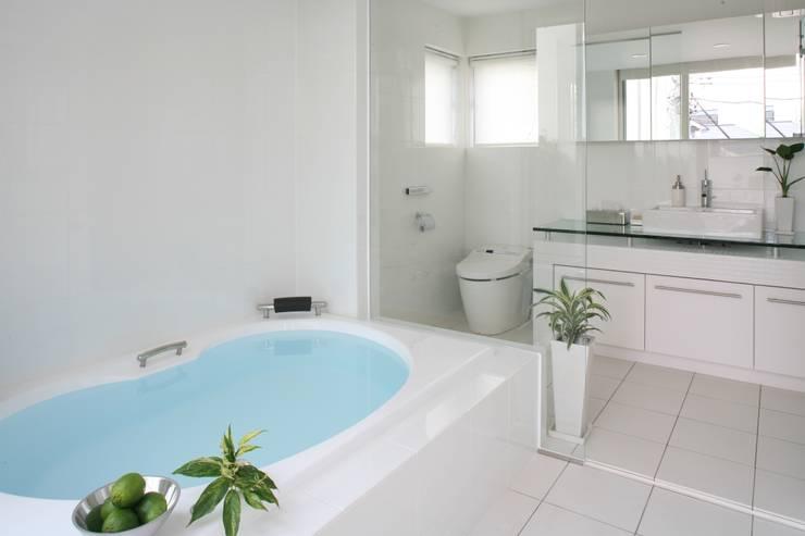 リゾートバスルーム: TERAJIMA ARCHITECTSが手掛けた浴室です。