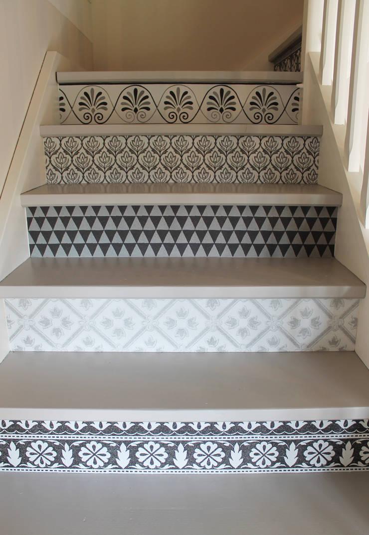 Habillage Contremarches escalier: Couloir, entrée, escaliers de style  par APOLONY
