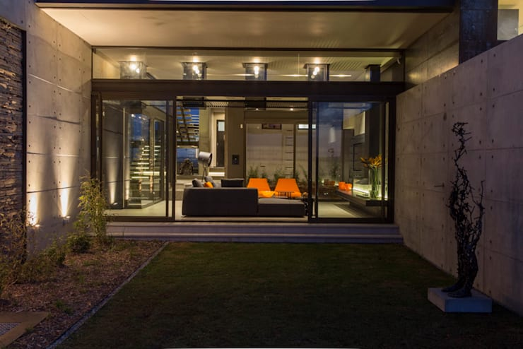 House Boz :  Houses by Nico Van Der Meulen Architects
