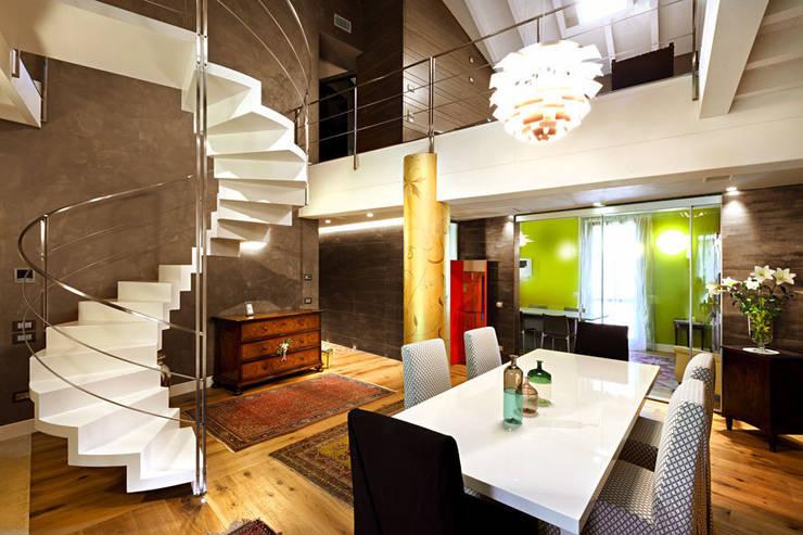 serramenti interni: Case in stile in stile Moderno di SANTACROCEARCHITETTI