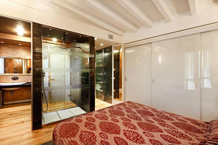 Casa ErreGI: Case in stile in stile Moderno di SANTACROCEARCHITETTI