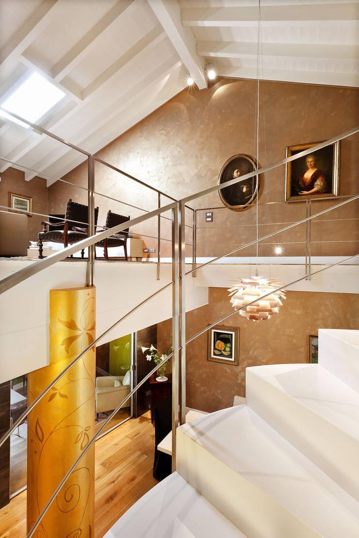 Casa ErreGI: Case in stile  di SANTACROCEARCHITETTI, Moderno
