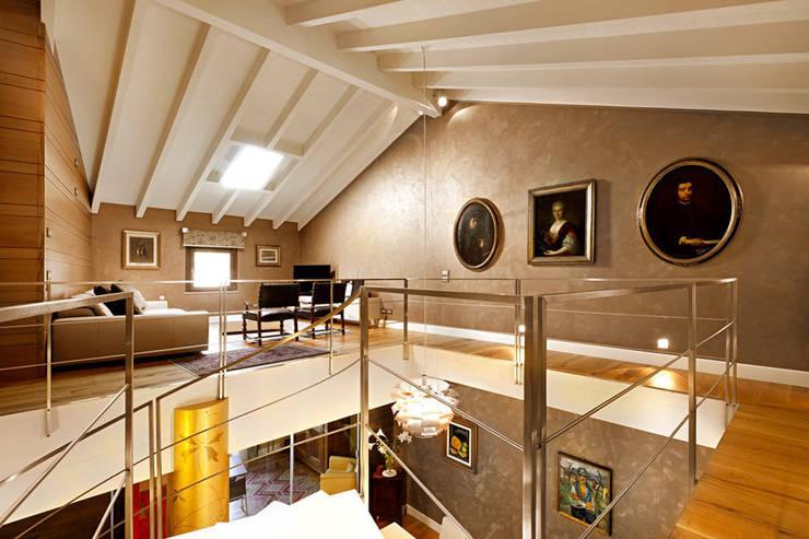 area soppalco: Case in stile in stile Moderno di SANTACROCEARCHITETTI