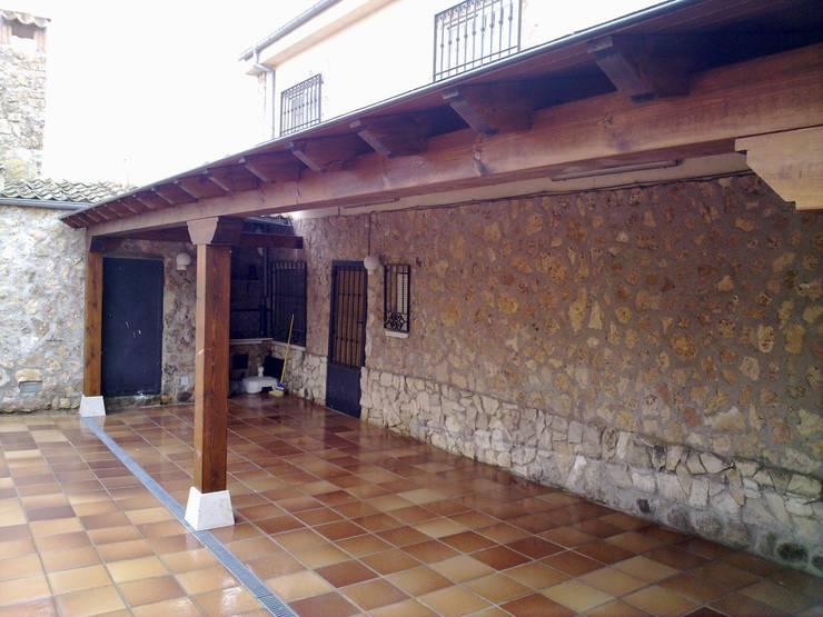 porches:  de estilo  de valsain porche y jardin