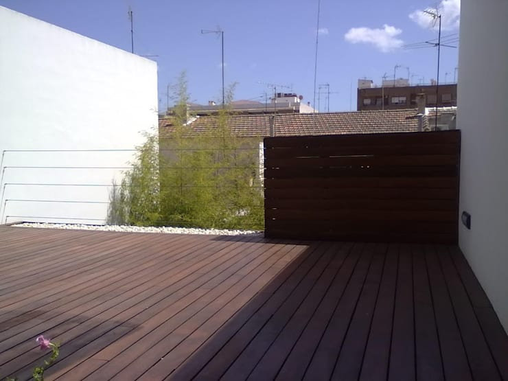 TERRAZA PLANTA PRIMERA: Terrazas de estilo  de NUÑO ARQUITECTURA