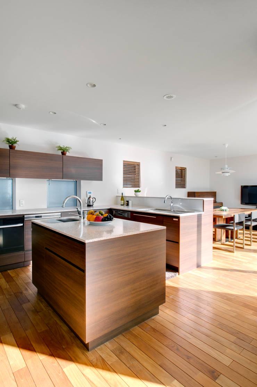 ゆとりのあるキッチン: TERAJIMA ARCHITECTSが手掛けたキッチンです。