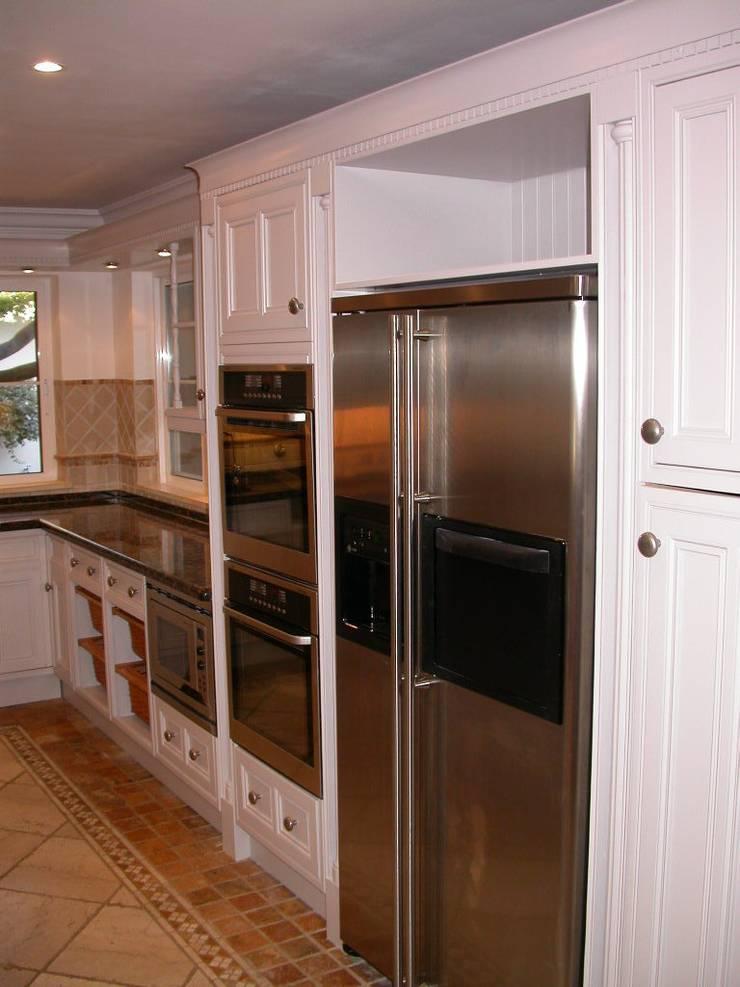Cozinha Pintada:   por Propaint Lda