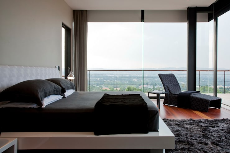 House Lam :  Bedroom by Nico Van Der Meulen Architects