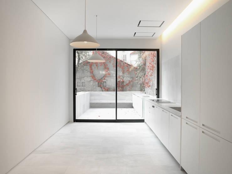 Orfila_Cocina: Cocinas de estilo  de Schneider Colao design