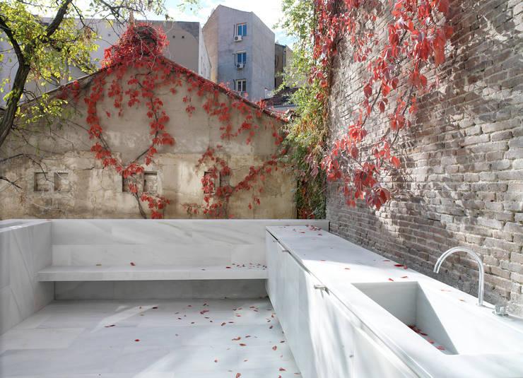 Orfila_Terraza: Terrazas de estilo  de Schneider Colao design