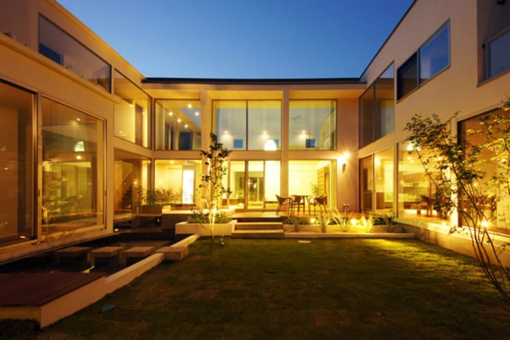 回廊が家族をつなぐ家: TERAJIMA ARCHITECTSが手掛けた庭です。