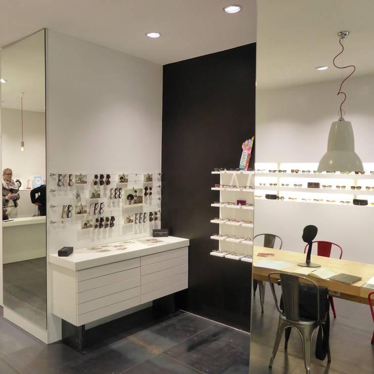 Boutique BO: Espaces commerciaux de style  par alain rouschmeyer architecture