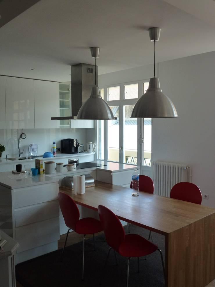 Appartement D: Maisons de style de style Moderne par alain rouschmeyer architecture