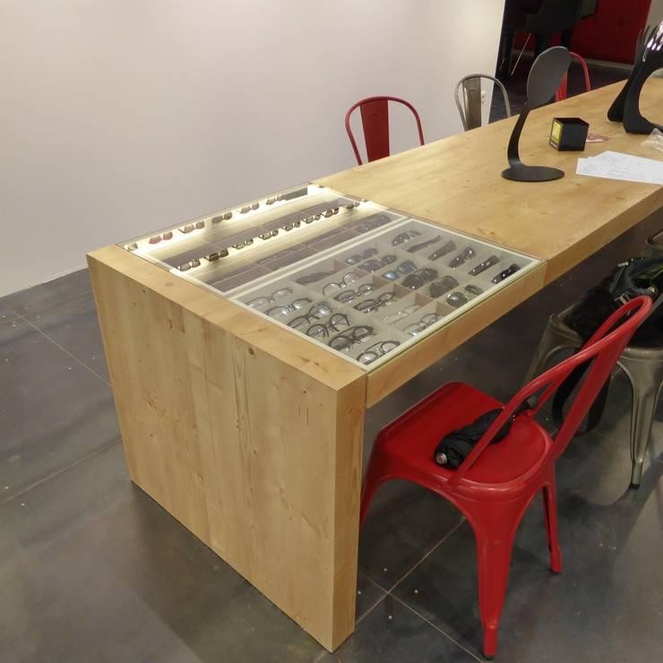 Table de vente: Espaces commerciaux de style  par alain rouschmeyer architecture
