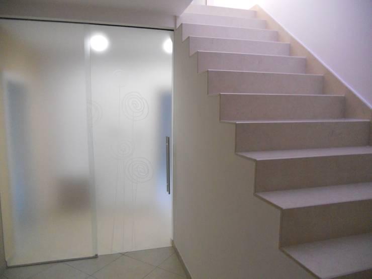 Casa L_F: Case in stile  di DOMENICO SUCCURRO ARCHITETTO