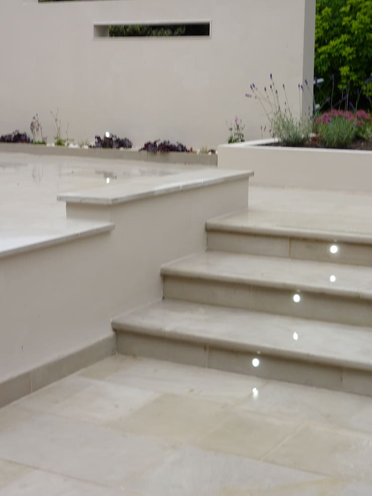 Step with inset lights:  Garden by Gardenplan Design