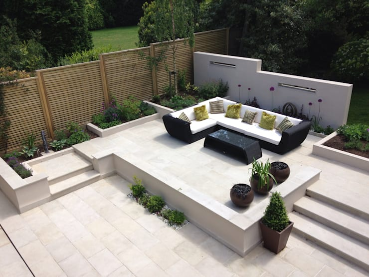 Terrace with furniture: modern Garden by Gardenplan Design