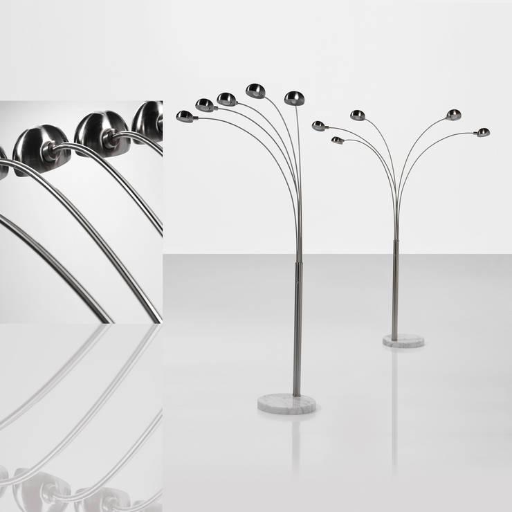 LAMPARA DE PIE 5L: Salones de estilo  de Muebles Carlos Pastor