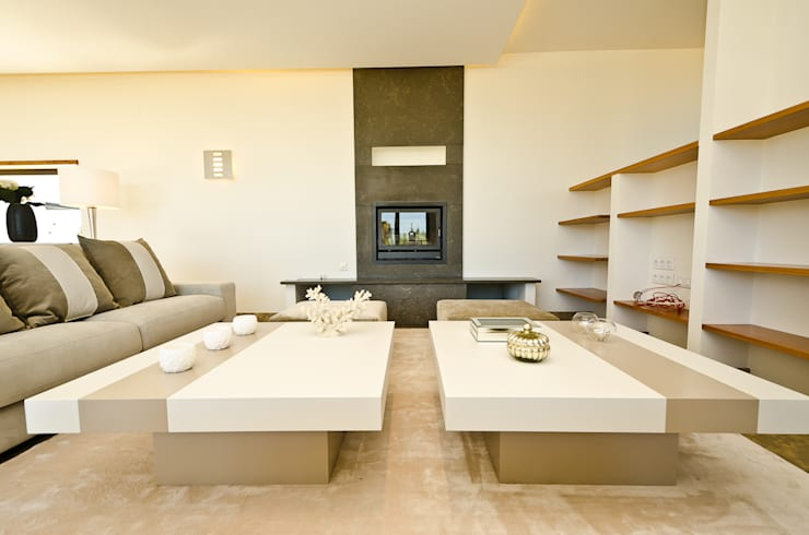 Private Vila  –  Praia da Luz: Sala de estar  por Simple Taste Interiors