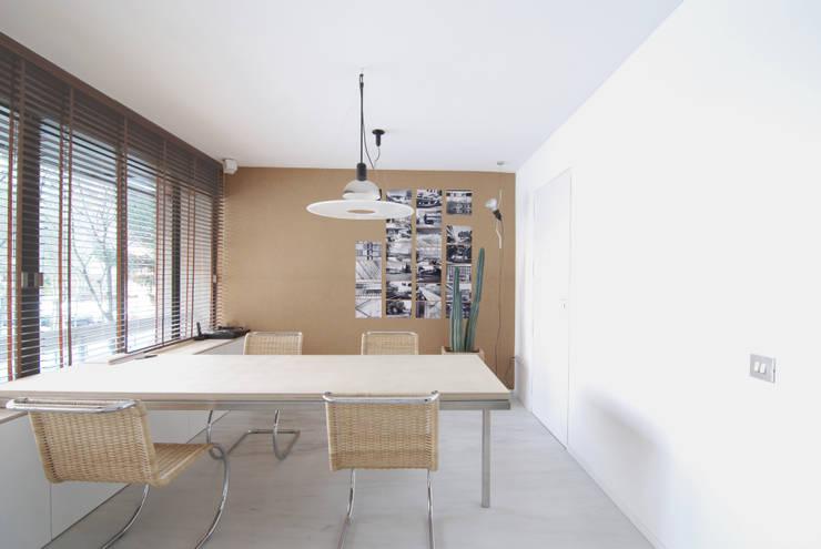 AMPLIACIÓN Y REFORMA DESPACHO ARQUITECTURA:  de estilo  de Jofre Roca arquitectes