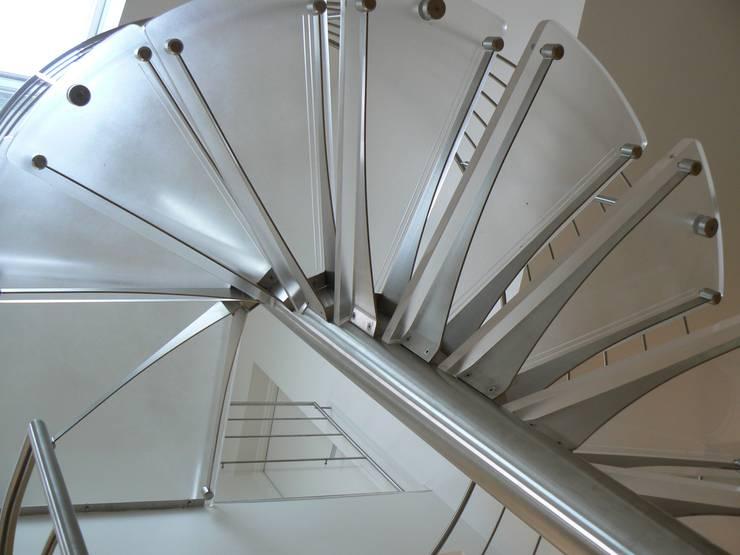 Pavillon Lésigny: Maison de style  par DB design