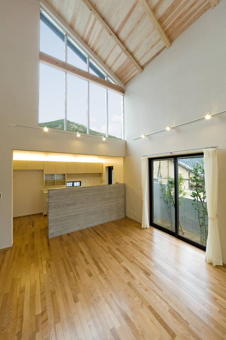 ハイサイドライトのあるダイニングキッチン: 株式会社古田建築設計事務所が手掛けたダイニングです。