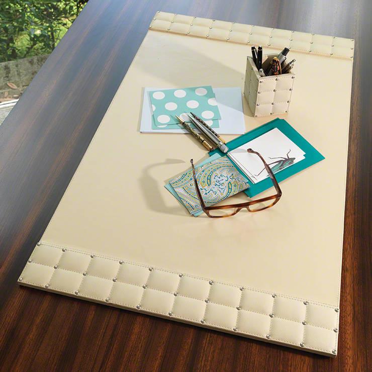"""Schreibtischunterlage """" Beige Desk Blogger """":  Arbeitszimmer von Sweets & Spices Dekoration und Möbel"""