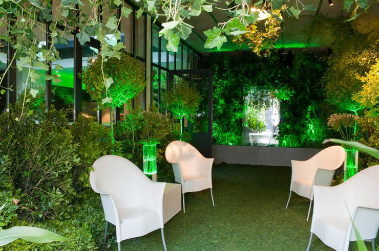 Restaurant Ephénère Géant Vert: Locaux commerciaux & Magasins de style  par DB design