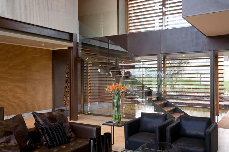 Коридор и прихожая в . Автор – Nico Van Der Meulen Architects