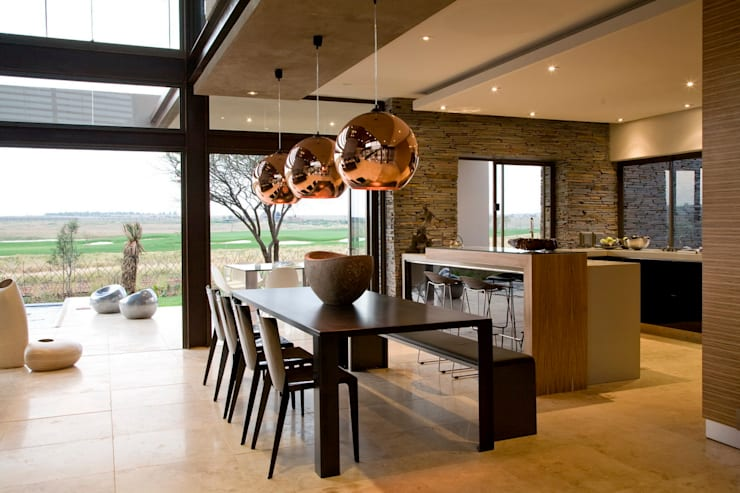 House Serengeti  :  Dining room by Nico Van Der Meulen Architects