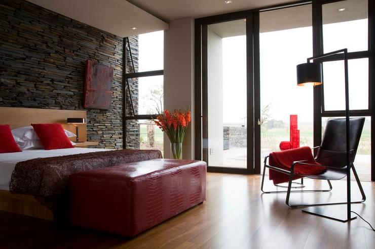 Recámaras de estilo  por Nico Van Der Meulen Architects