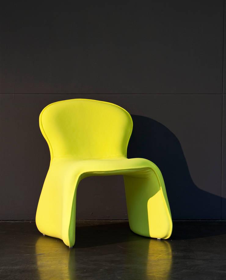 chaise soleil: Salon de style de style eclectique par MATHILDE BRETILLOT CREATIONS