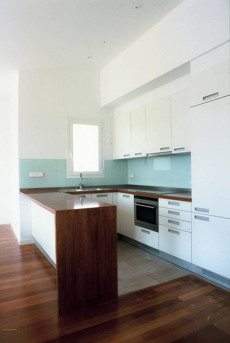 COCINA: Casas de estilo  de PARRAMON + TAHULL arquitectes