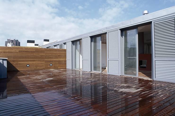 FACHADA: Casas de estilo  de PARRAMON + TAHULL arquitectes