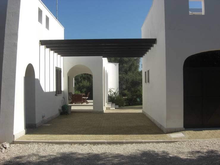 CASA SERRI: Case in stile  di Studio De Biasi Architetto