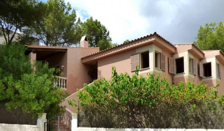 Casa: Casas de estilo  de LIVE PROPERTIES