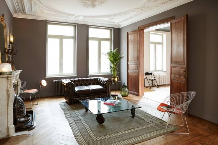 1305 PLUX_petit salon: Maisons de style  par Architecte PLUX
