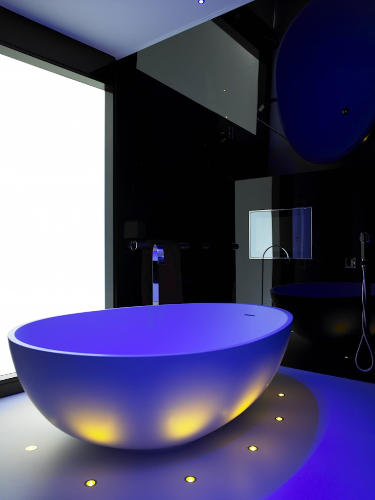 Ice White House-Luxury home: minimalistic Bathroom by Quirke McNamara