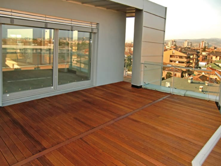 Angelim Amargoso: Balcone, Veranda & Terrazzo in stile  di Déco