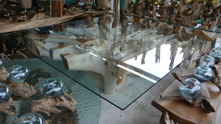 mueble de raiz  de teca : Salones de estilo  de Ale debali study