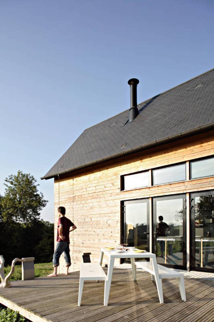 maison F: Maisons de style  par Lode Architecture