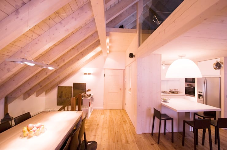 Appartamento B+T: Ingresso & Corridoio in stile  di Architetto Beltrame Claudio