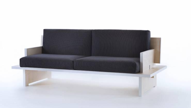CINQUE – divano: Soggiorno in stile  di SMAG design