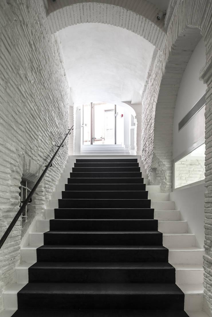 PY'R RESTAURANT:  de style  par PPA Architecture