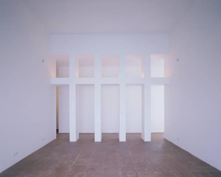 Maison FOBE: Chambre de style de style Minimaliste par Guilhem EUSTACHE Architecte DESA