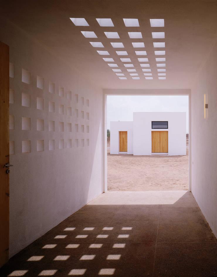 Maison FOBE: Terrasse de style  par Guilhem EUSTACHE Architecte DESA