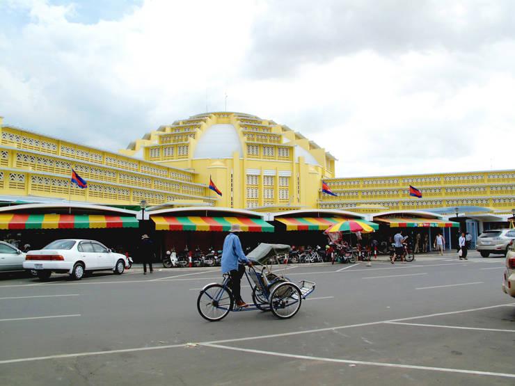 Marché de Phsar Thmey (Phnom Penh):  de style  par Arte Charpentier