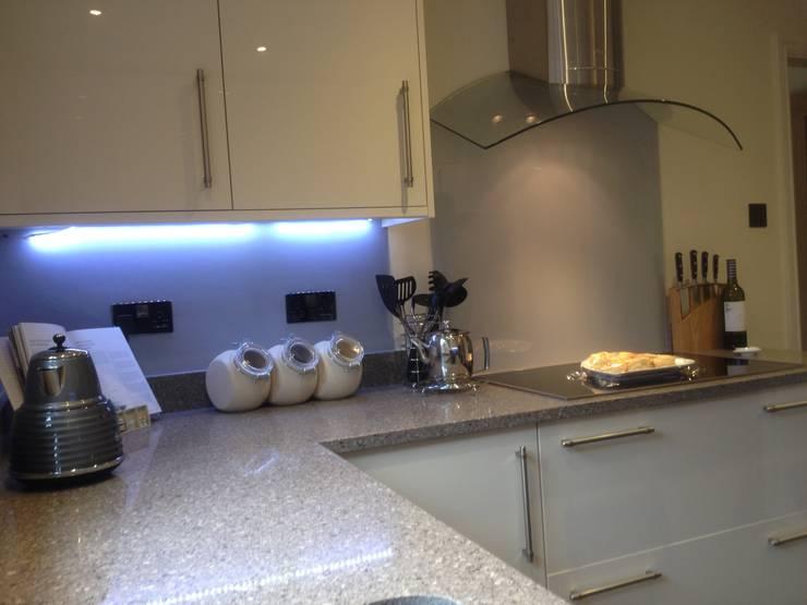 Grigio Natura Quartz and Cream Gloss kitchen:  Kitchen by Henley McKay Kitchens